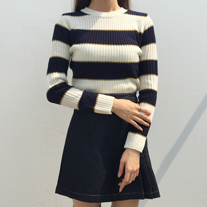 Stripe Patterned Ribbed Knit Top