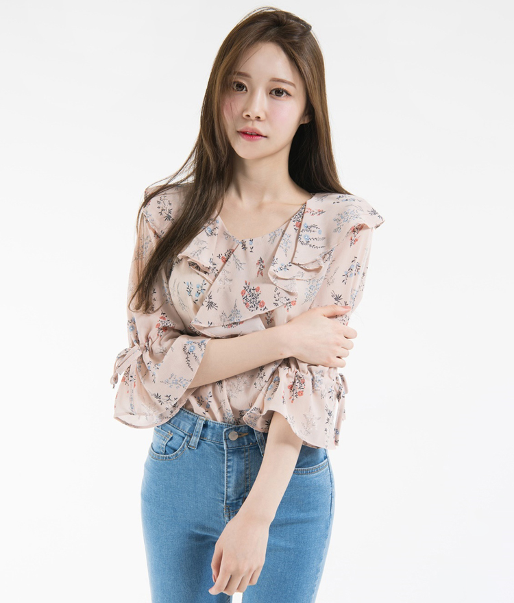 Floral Ruffled 3/4 Sleeve Blouse