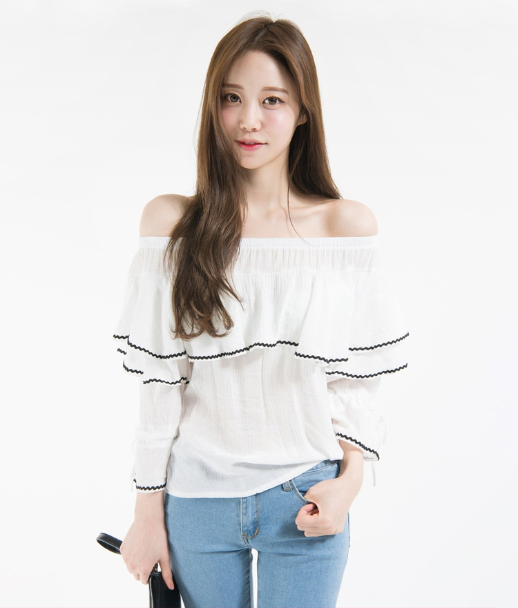 Contrast Trim Ruffled Off-Shoulder Blouse