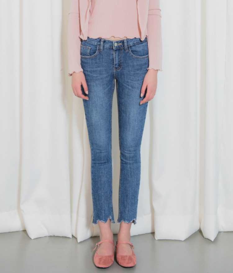 ROMANTIC MUSERaw Hem Straight Cut Jeans