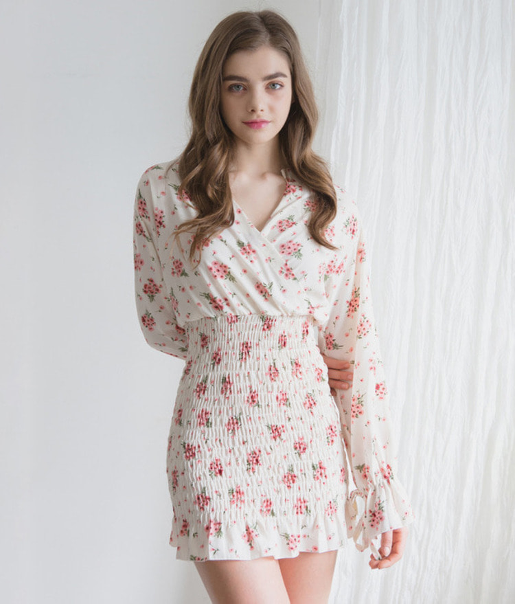 ROMANTIC MUSEShirred Smock Floral Dress