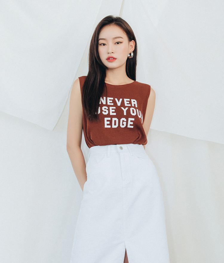 QUIETLABRound Neck Lettering Print Sleeveless Top