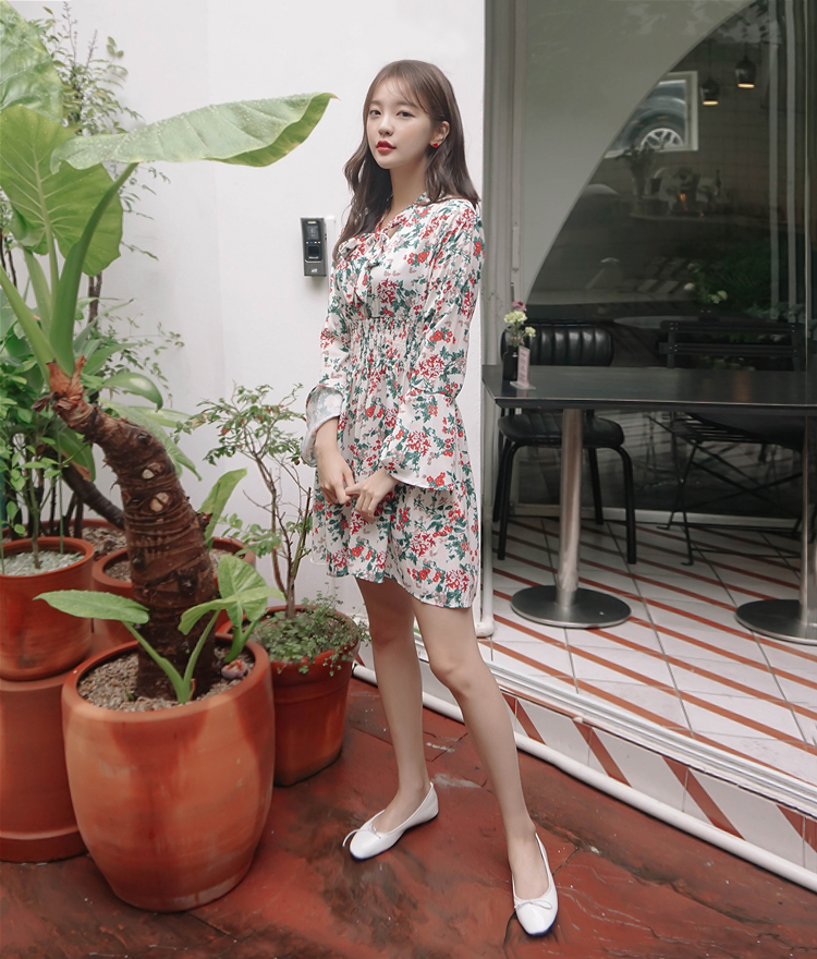 ROMANTIC MUSESelf-Tie Neck Floral Dress