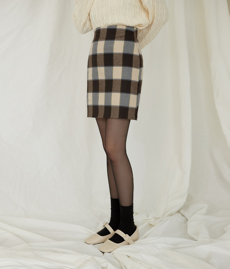 ESSAYShort Check Skirt
