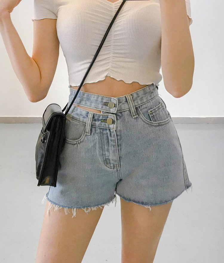 QUIETLABDouble Button Frayed Hem Denim Shorts