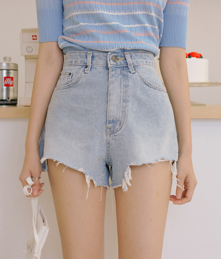 ESSAYUneven Frayed Hem Denim Shorts