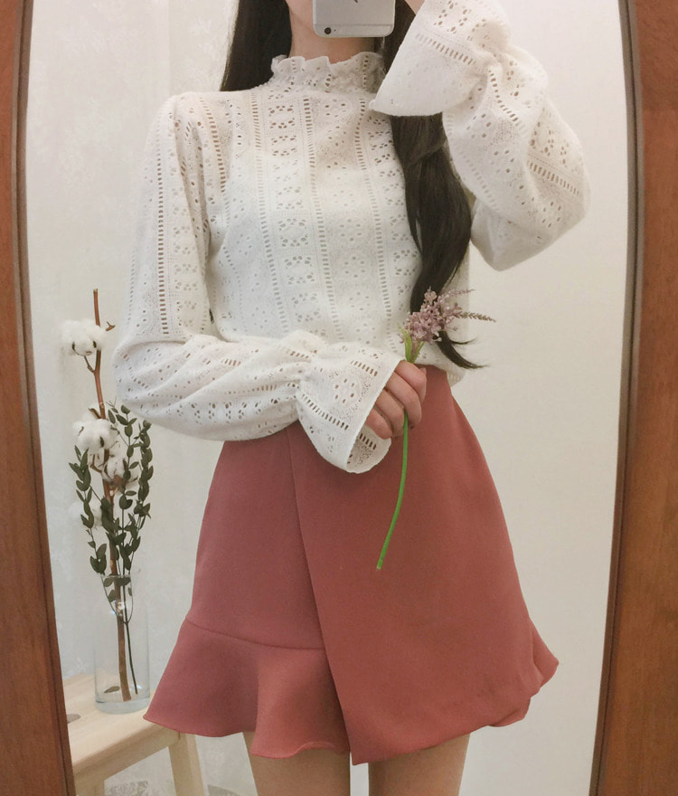 ROMANTIC MUSEEyelet Lace High Neck Top