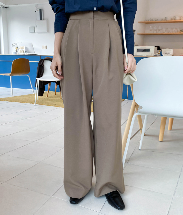 ESSAYPleat Accent Wide-Leg Pants